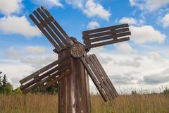 木古色古香的风车 库存图片