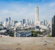 木台式有曼谷街市被弄脏的抽象背景  图库摄影