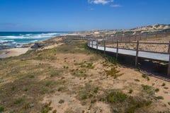 木台阶在Malhao靠岸,维拉Nova de Milfontes 库存照片