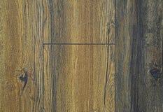 木台面厚木板纹理  灰色,黄色和蓝色背景 波浪和多节 库存照片
