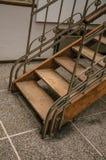 木和在布鲁塞尔电烙艺术在一个老大厦的Nouveau楼梯, 库存图片
