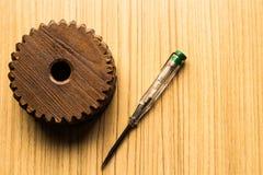 木和测量力量螺丝刀 库存图片