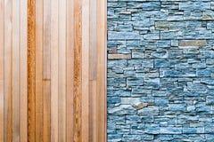 木和石墙背景纹理 库存照片