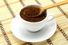 木咖啡杯地面的匙子 库存图片