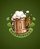木啤酒杯与和泡沫 免版税库存照片