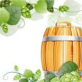 木啤酒桶和蛇麻草在白色 免版税库存照片