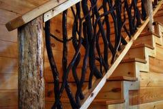 木土气的楼梯 免版税库存照片