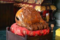 木在中国佛教寺庙的鱼警惕的鼓s muyu在蓝毗尼,尼泊尔 免版税库存照片
