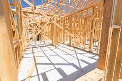 木在建造场所的家构筑的摘要 库存照片