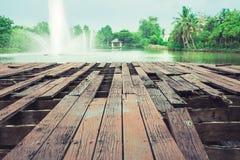 木地板和喷泉 库存照片
