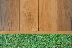 木地板和灌木 图库摄影