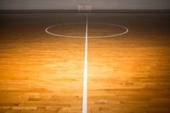 木地板篮球场 库存照片