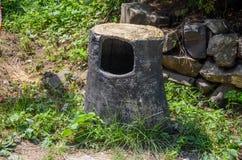 木垃圾桶 免版税库存图片