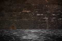 木墙壁和水泥地板在透视图,难看的东西backg 免版税图库摄影