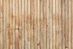 木墙壁表面,木纹理,垂直的板 免版税库存图片