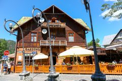 木大厦和室外餐馆在扎科帕内 免版税图库摄影