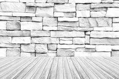 木大阳台和石墙纹理 免版税库存图片