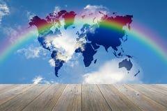 木大阳台和蓝天与世界地图和彩虹 免版税库存照片