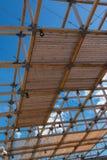 木天花板结构:与现代建筑Des的大厦 库存照片
