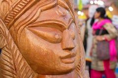 木头做了女神杜尔加,公平印地安的工艺品 图库摄影