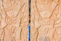 木头做了女神杜尔加,在显示的工艺品 库存图片