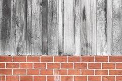 木头和砖墙纹理 免版税库存照片