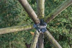 木头和金属的木建筑 图库摄影