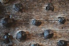 木头和金属背景 免版税库存图片