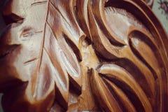 木头被雕刻的叶子细节  免版税图库摄影