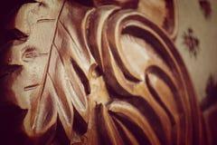木头被雕刻的叶子细节  库存照片