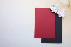 木夹子,稠粘的笔记 免版税图库摄影