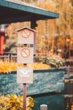 木委员会和签署禁烟,钓鱼和游泳在公园 免版税库存照片