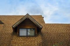 木客舱屋顶和窗口  图库摄影