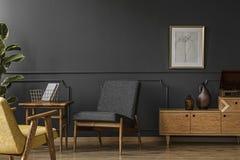 木家具在葡萄酒屋子里 免版税库存照片