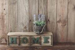 木家庭装饰 免版税库存照片