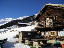 木小屋在意大利阿尔卑斯 库存图片