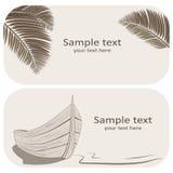 木小船和棕榈叶名片在灰棕色设置了 免版税库存图片