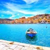 木小船在波尔图Santo斯特凡诺沿海岸区 Argentario, T 免版税图库摄影