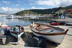 木小船在港口在Marciana小游艇船坞,厄尔巴岛海岛,托斯卡纳,意大利 库存图片