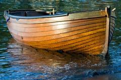 木小船的划船 免版税库存图片