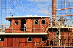 木小船的风帆 免版税库存照片