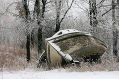 木小船老的雪 免版税库存图片
