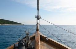木小船航行细节 图库摄影