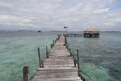 木小船跳船在蓝色海 库存图片