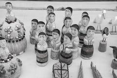木小雕象、鸟和动物纪念品  免版税库存图片