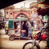 木尔坦巴基斯坦拥挤的街  免版税库存图片
