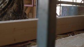 木工处理与木材日志的工业锯长凳 影视素材
