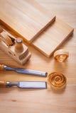 木工飞机和木匠业凿子与 免版税图库摄影