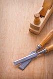 木工飞机和木匠业凿子在木 图库摄影