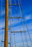 木帆柱和索具 库存图片
